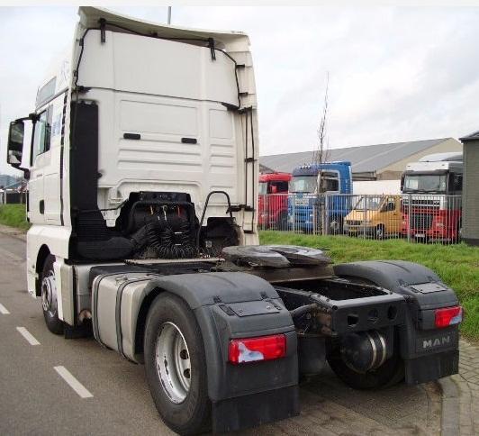 للبيع شاحنة 18440 موديل 2009