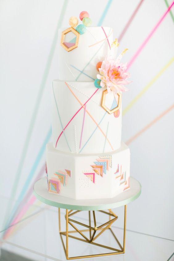 كعكات زفاف بألوان وتصميمات مميزة لزفاف لا مثيل  له حصري 2017 597319407.jpg