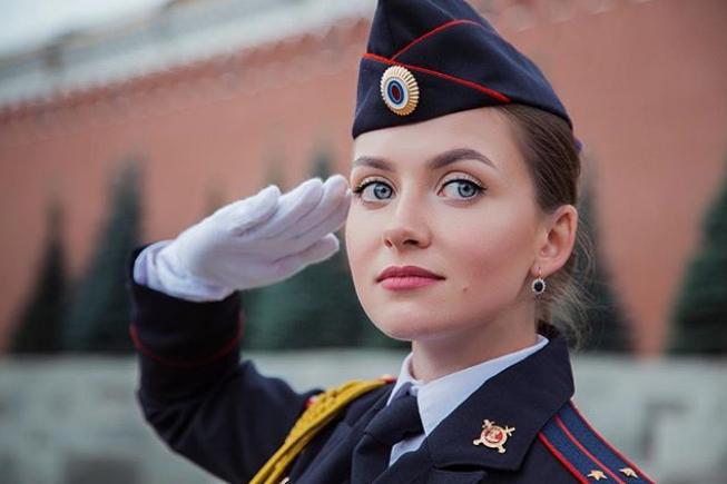 """بالصور...""""سبوتنيك"""" تجري حوارا مع أجمل الشرطيات الروسيات"""