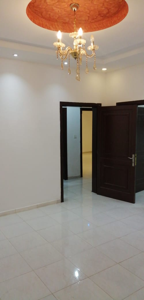 شقة فخمه  للايجار في ارقى حي بجده مقدمه حي السامر مدخلين دور ارضي